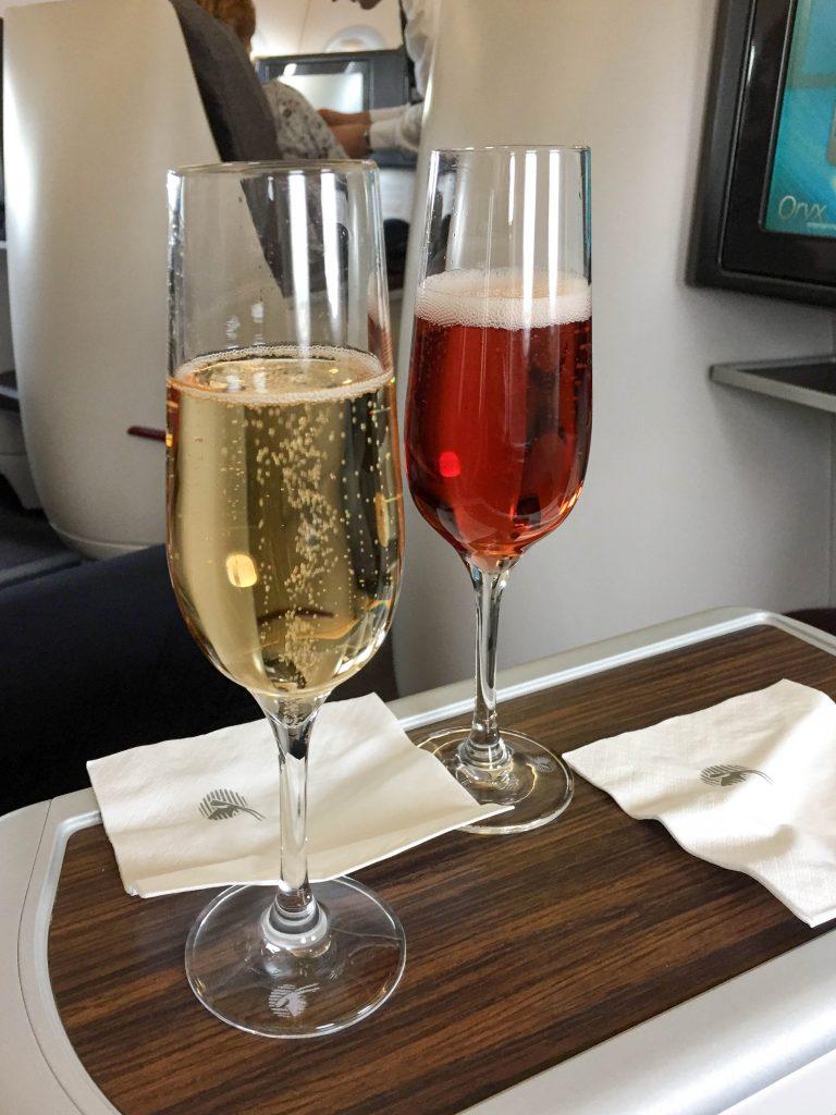 servizio di benvenuto a bordo di qatar airways
