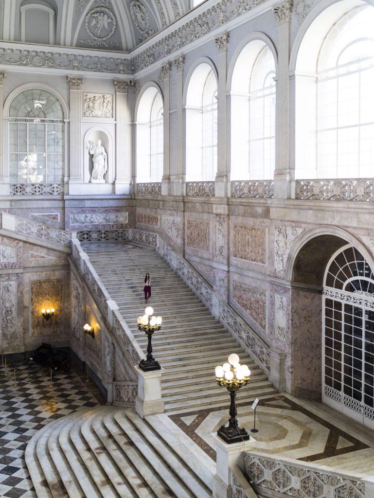 Scalone Monumentale di accesso alle sale dell'Appartamento storico - Napoli - Palazzo Reale Interno