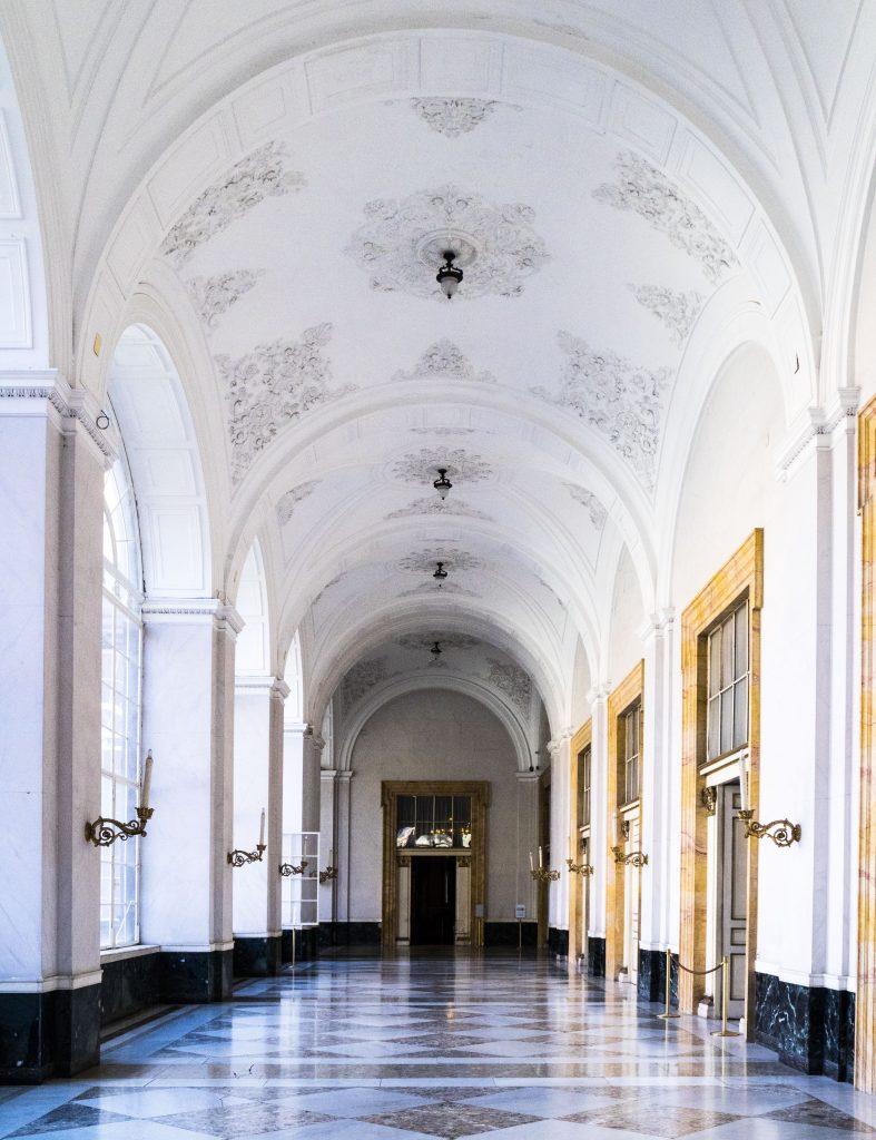Palazzo reale Napoli corridoio