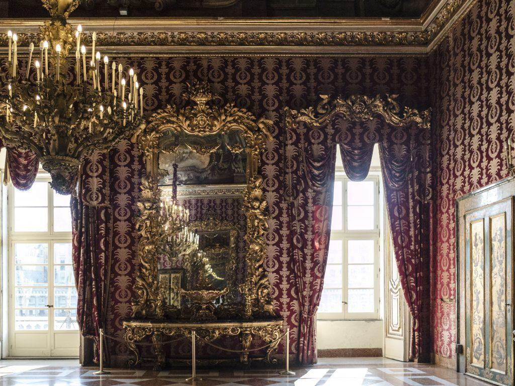 napoli Palazzo reale sala interna
