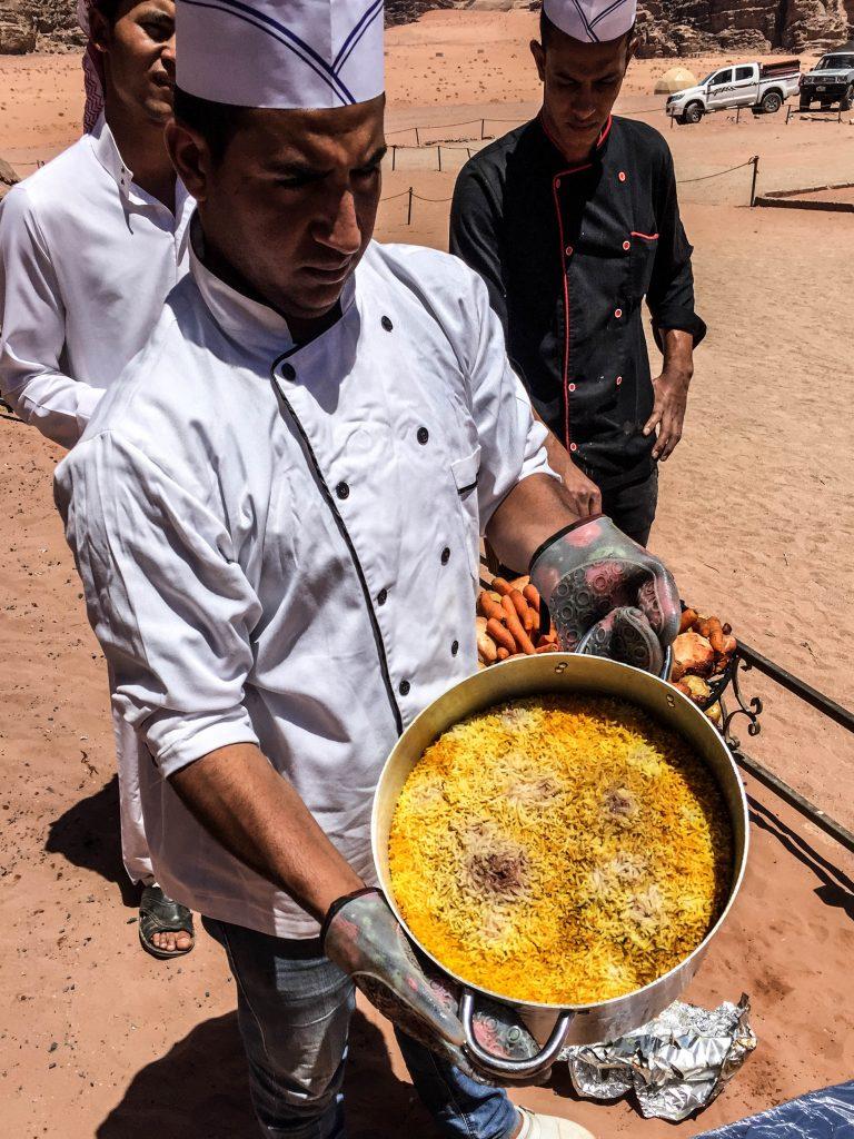 il piatto tipico lo zarb wadi rum
