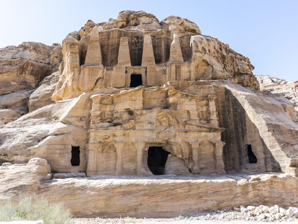 Petra La tomba degli obelischi con il Triclinio di Bab as-Siq