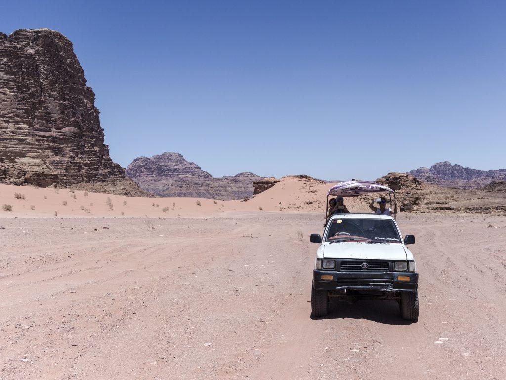 escursione in pick up nel wadi rum