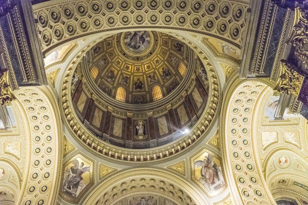 BUDAPEST – I 96 METRI DELLA BASILICA DI SANTO STEFANO ruberry