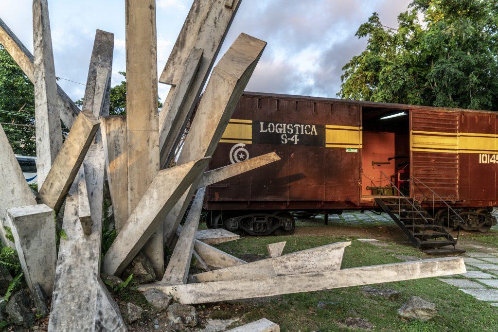 CUBA, CAYO DE VILLA CLARA – MONUMENTO A LA TOMA DEL TREN BLINDADO