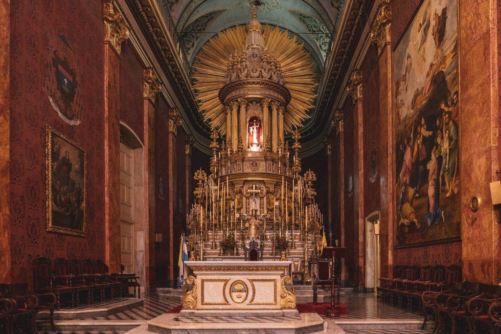 Catedral Basílica de Salta y Santuario del Señor y la Virgen del Milagro SALTA – PUNTO DI RIFERIMENTO PER VISITARE LA PROVINCIA plaa 9 de julio