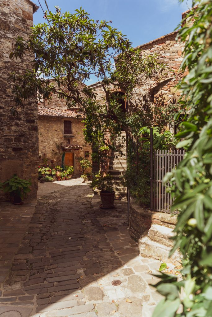 HAPPY IN TUSCANY – MONTEFIORALLE