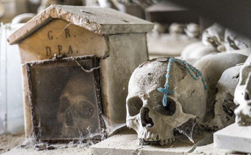 Napoli –  un miglio sacro nella Napoli dei vivi e dei morti.